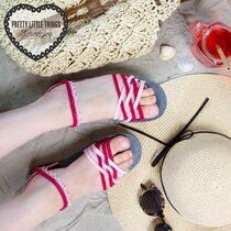 Toes_in_the_Sandals_01