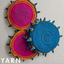 Venus Fly Trap Cushion Mike Brooks Scheepjes Bookazine YARN 11 Macro Botanica (2)