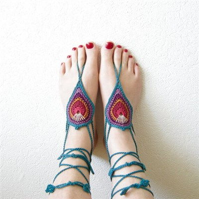 2014-08-15 Barefoot Sandals Peacock Style 1