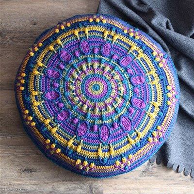 2018-04-13 Peacock Tail mandala pillow 1