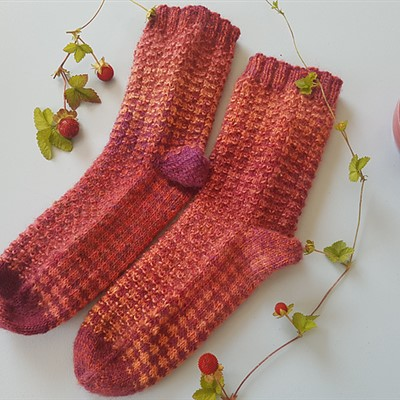 2019-07-11 Wild Stawberry Socks 1